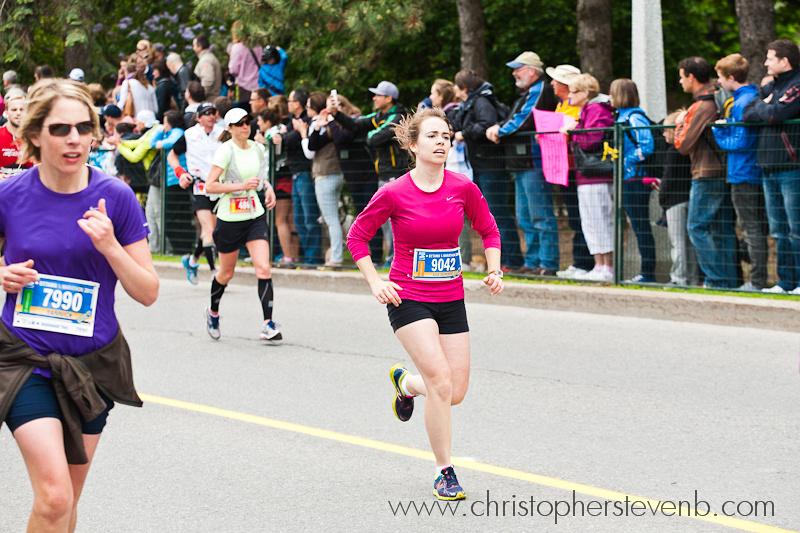 Julie-Catherine - 9042 - a half marathon runner in the 2013 Ottawa Marathon