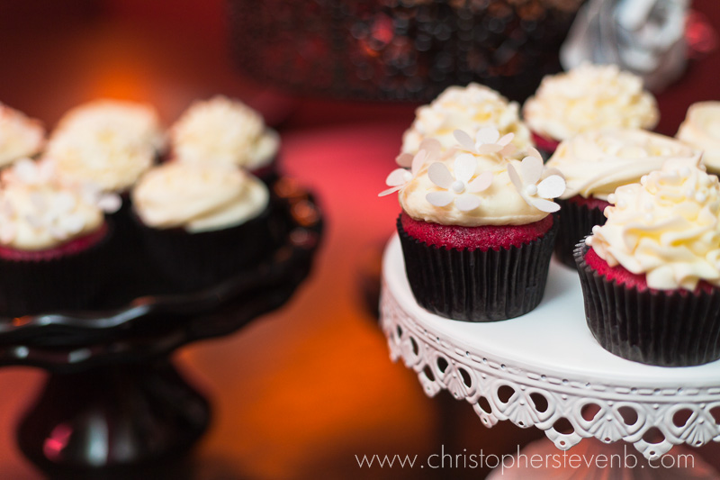 wedding cupcakes red with white tops